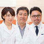 宮川 英男 院長、宮川 千鶴 副院長、鈴木 智博 先生
