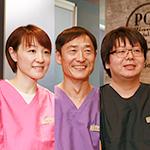 安田 和光 院長、阿部 賢一 先生、平山 洋子 先生