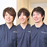 古川 智基 院長、呉 祐太郎 先生、後藤 健太 先生