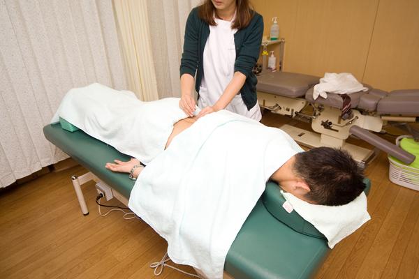 膝の痛みや腰痛の原因にアプローチ針灸を取り入れた整形外科診療