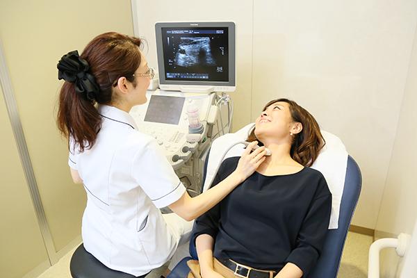 初期症状だけでは判断しづらい甲状腺疾患の特徴と検査について