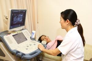 マンモグラフィとエコーで精密に検査乳がん検診