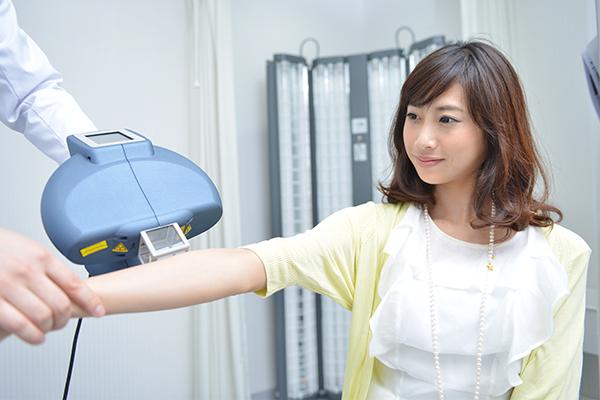 アトピーや乾癬、白斑にナローバンドUVBによる紫外線照射治療