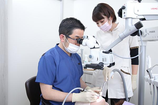精密な治療に有用なマイクロスコープ細かい所も目視で確認可能