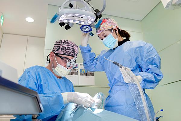 サージカルガイド下で行う手術精密なインプラント治療