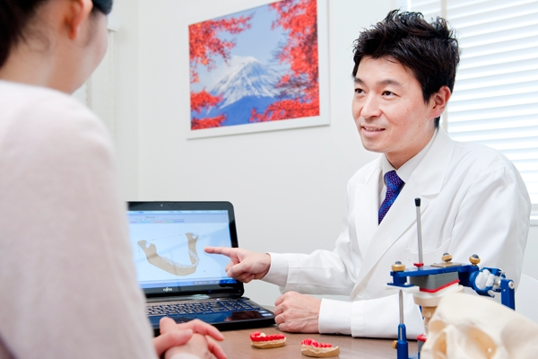 顎関節の正確な治療のためにキャディアックスで顎関節の検査