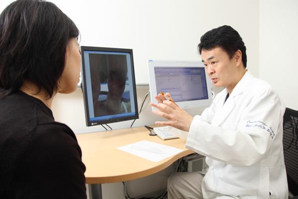 浮き出た血管をきれいに下肢静脈瘤の日帰りレーザー治療