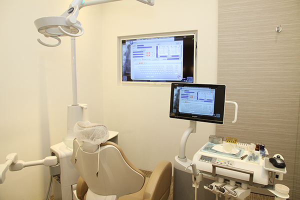 歯科医師が教えてくれる、リスク管理徹底インプラント治療