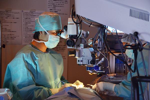 網膜硝子体手術は適切な眼科で早期手術を高い技量と設備が重要