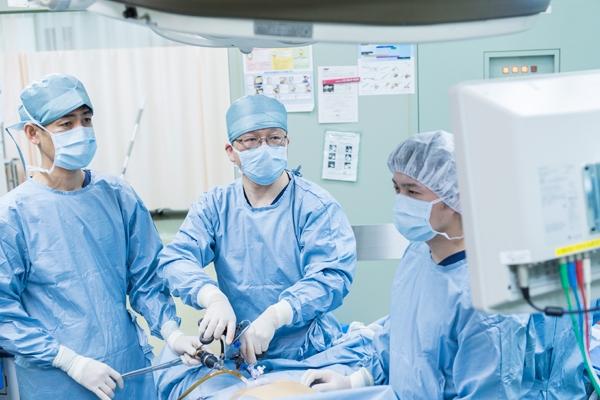 大腸癌、胃癌などの腹腔鏡下手術体への負担やそのメリットとは
