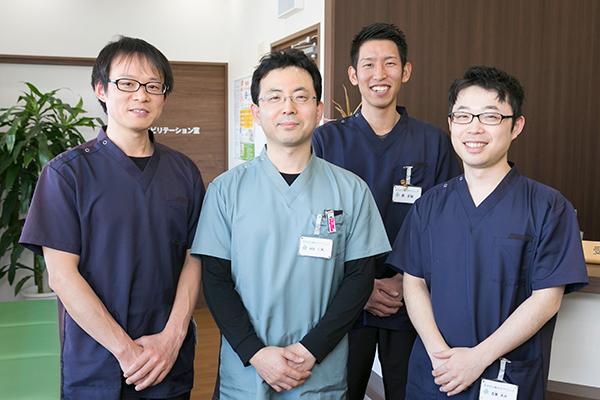 痛みの早期軽減・回復をめざし理学療法士3人の体制で臨む