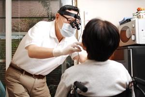 往診で介護現場をサポート高齢者のための口腔ケア