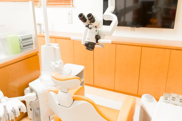 肉眼では見えない細部も治療可能マイクロスコープで行う歯科治療