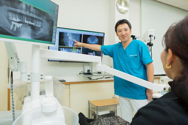 サージカルガイドと豊富な経験によるインプラント治療