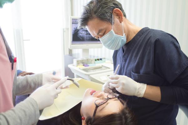 虫歯や歯周病、インプラント治療まで歯を守り健康的な生活を
