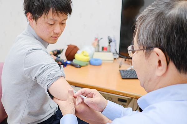 病気から身を守り、早期発見をめざす予防接種と健康診断の重要性