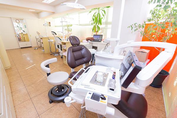 加工で強度を高めたセラミックで審美面にも配慮した歯科診療