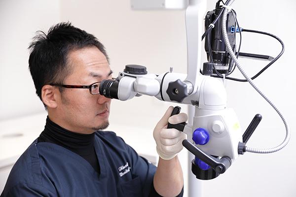 マイクロスコープが歯科医師の目となり精密な歯科治療を可能に