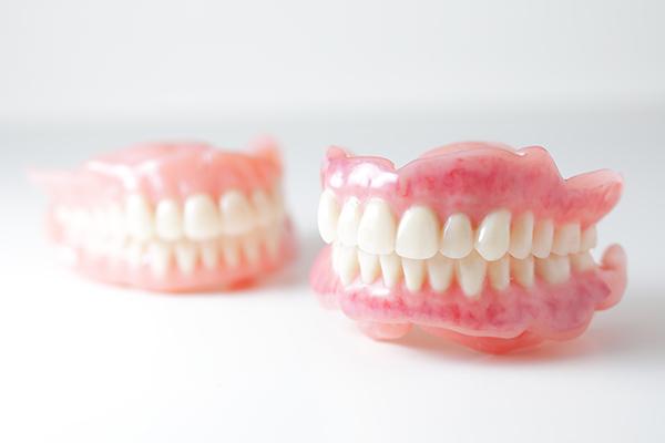 オーダーメイドの精密な入れ歯機能性と審美性をトータルに重視