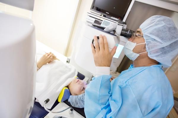 レーシック手術の失敗(過矯正など)それを防ぐ基礎知識を知ろう