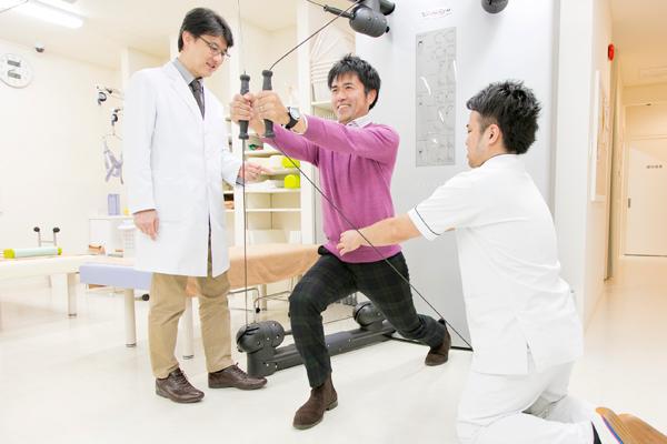 猫背などの姿勢改善には整形外科へ骨粗鬆症やロコモ予防にもつながる