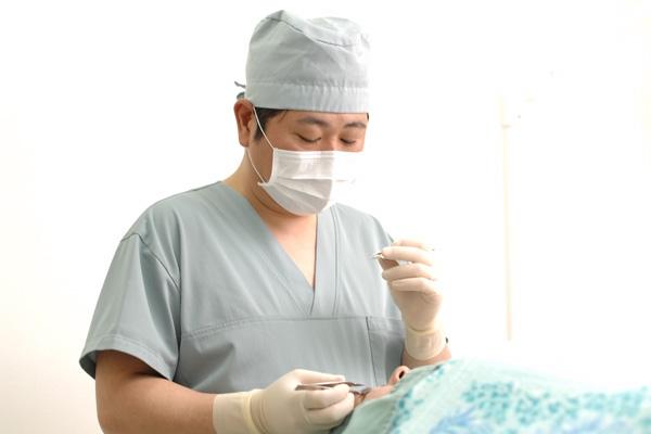 アナタのコンプレックス、実は保険適用可?美容外科で行う眼瞼下垂治療