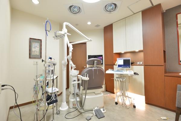 セデーションによる無痛治療で手術中も快適なインプラント治療